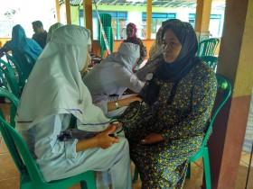 Warga Sumodikaran Serbu Pengobatan Gratis Kampus Ungu